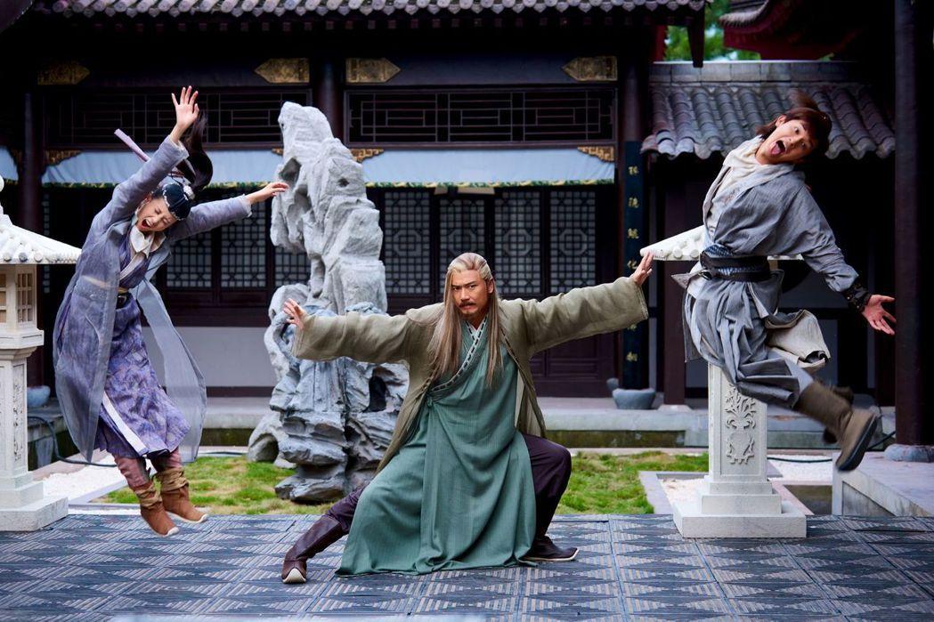 射鵰英雄傳李一桐( 左起)苗僑偉、楊旭文。圖/中天提供