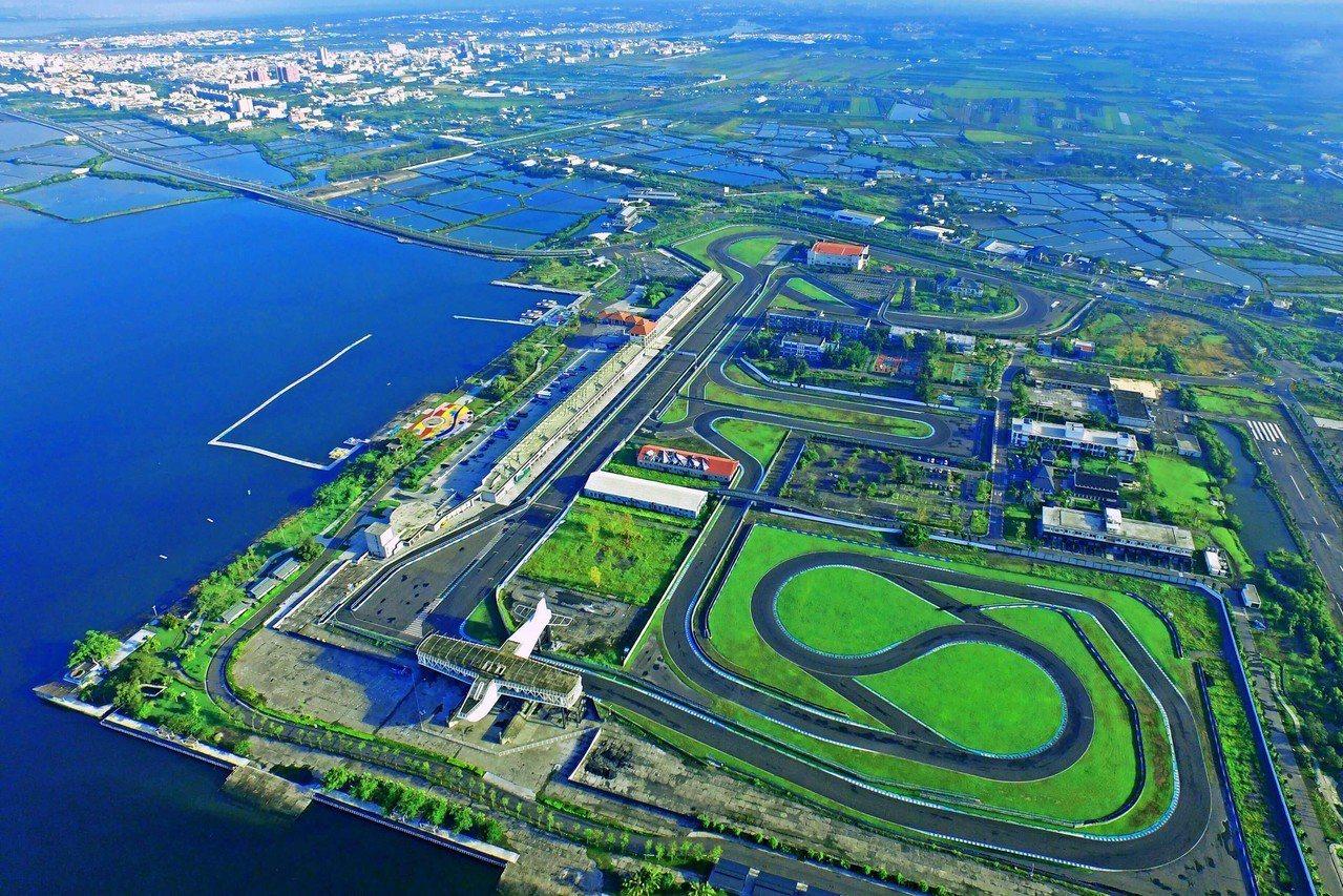 屏東大鵬灣開發案是台灣最大的遊憩產業BOT開發案,承包的大鵬灣國際股份開發有限公...