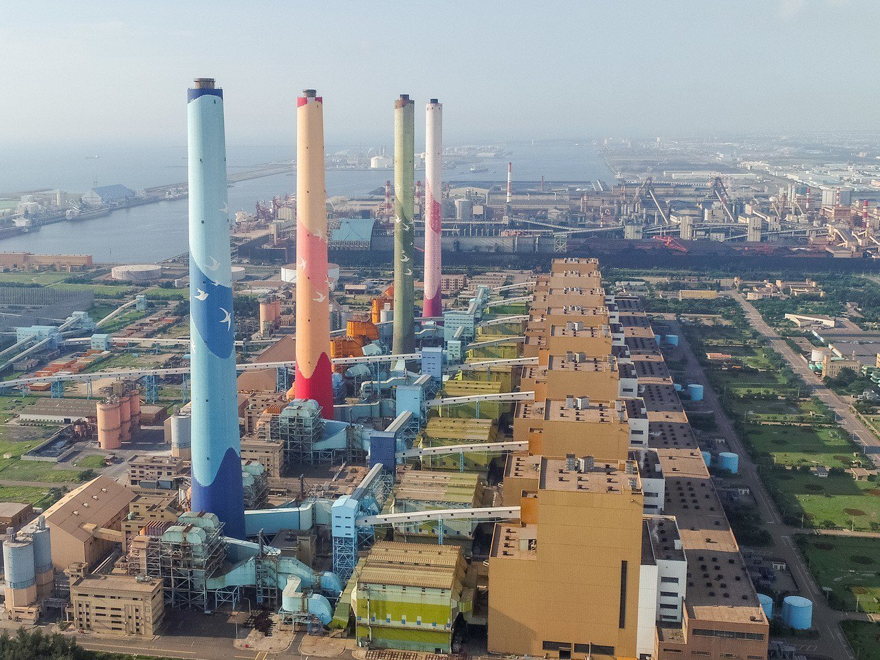 台中市政府持續要求中火降載減排改善空汙排放。圖/台中市政府提供