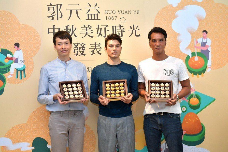 郭元益副總經理郭建偉、藝人鳳小岳、金馬導演馬志翔(由左至右)出席活動合影。圖/郭元益提供