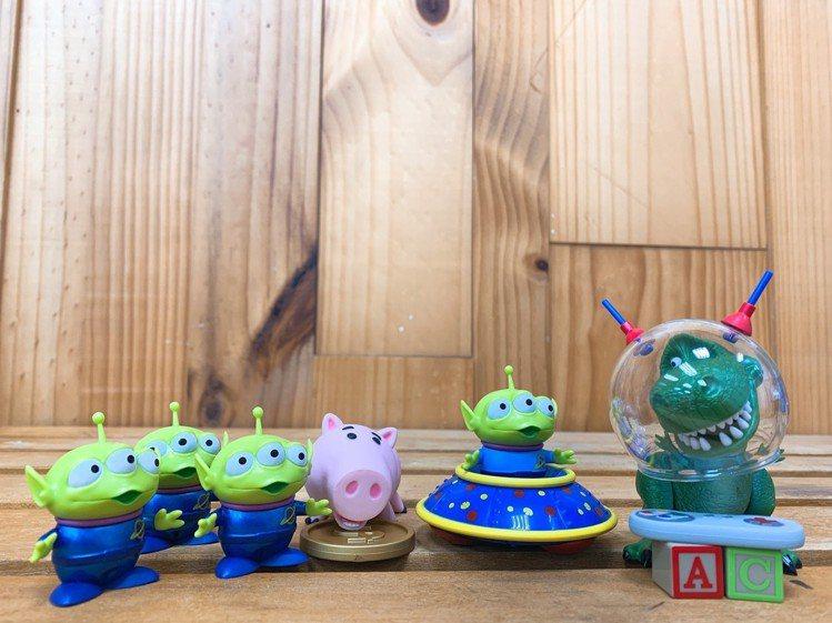 7-ELEVEN獨家推出4款玩具總動員Q版公仔特別版,包括三眼怪飛碟款、三眼怪金...