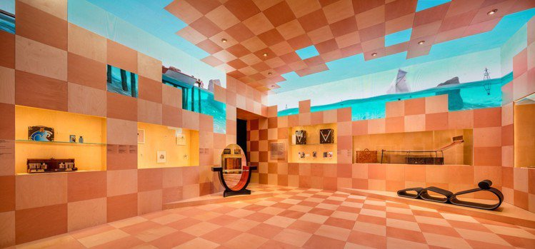 第二展間「緣起:時髦的傳統」,展出路易威登第三代Gaston-Louis在二○年...
