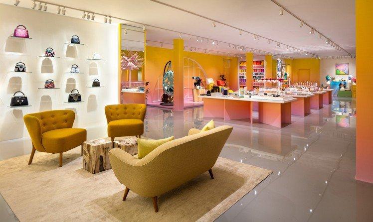 LOUIS VUITTON X 聯名展禮品區展售路易威登家飾、書籍、配件等。圖/...