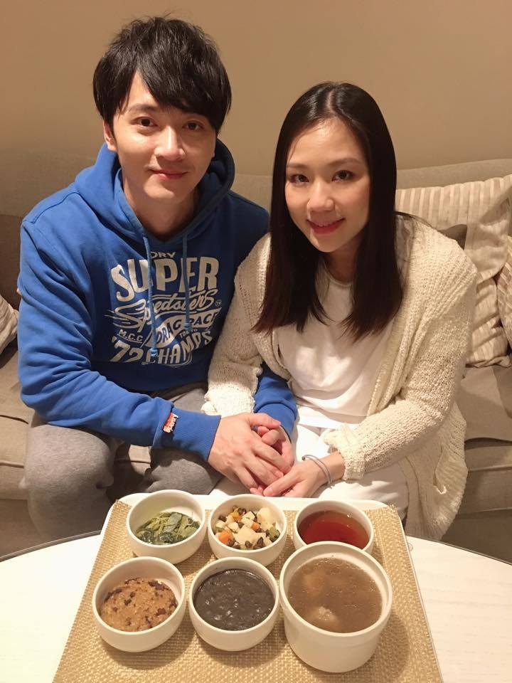 馬俊麟(左)與妻子梁敏婷。圖/摘自臉書