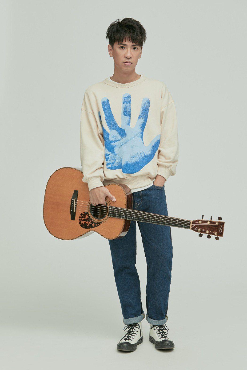 廖文強宣布8月舉辦「背光的人」演唱會。圖/何樂音樂提供