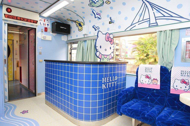 藍色色調的卡拉OK車廂,帶有夏季風情。記者陳睿中/攝影