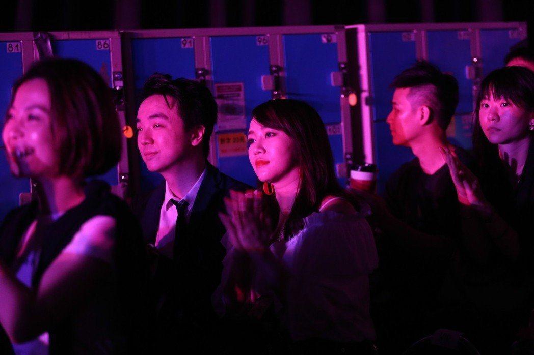 林佩瑤(左三)5月帶男友欣賞梁文音的演唱會。圖/報系資料照