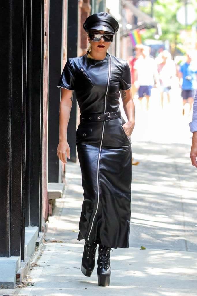 Lady Gaga穿SONIA RYKIEL皮質拉鍊洋裝。圖/MINOSHIN美...