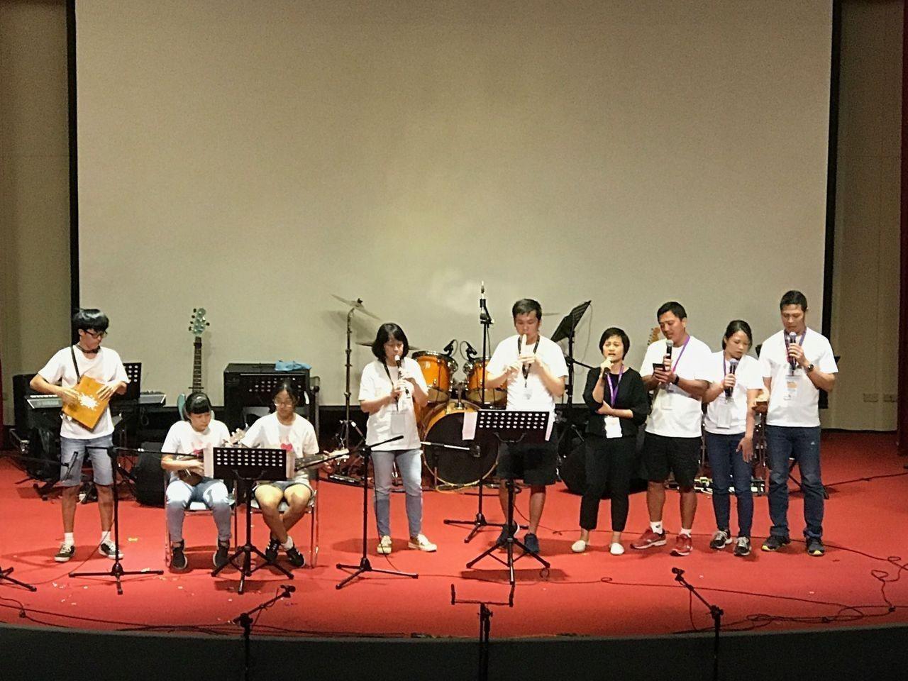中華民國兒童慈善協會日前舉行「聽損兒童音樂會」,來自台東的聽損孩童及家長演出「陪...