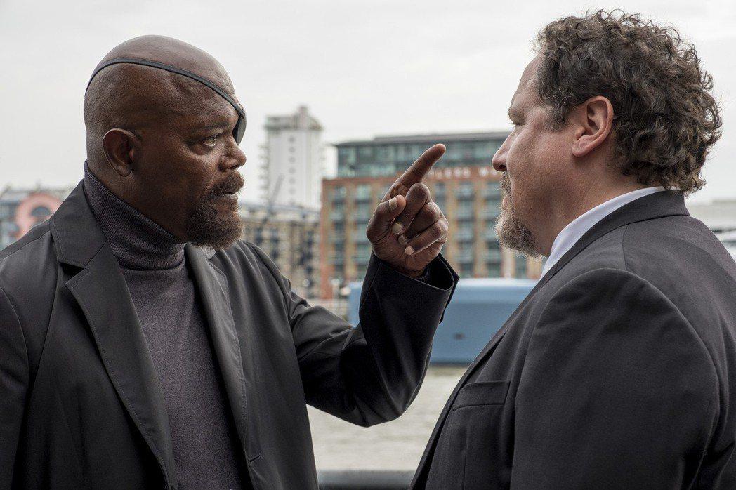 強法夫洛(右)在「蜘蛛人:離家日」仍有演出,和山繆傑克森有逗趣對手戲。圖/索尼提...