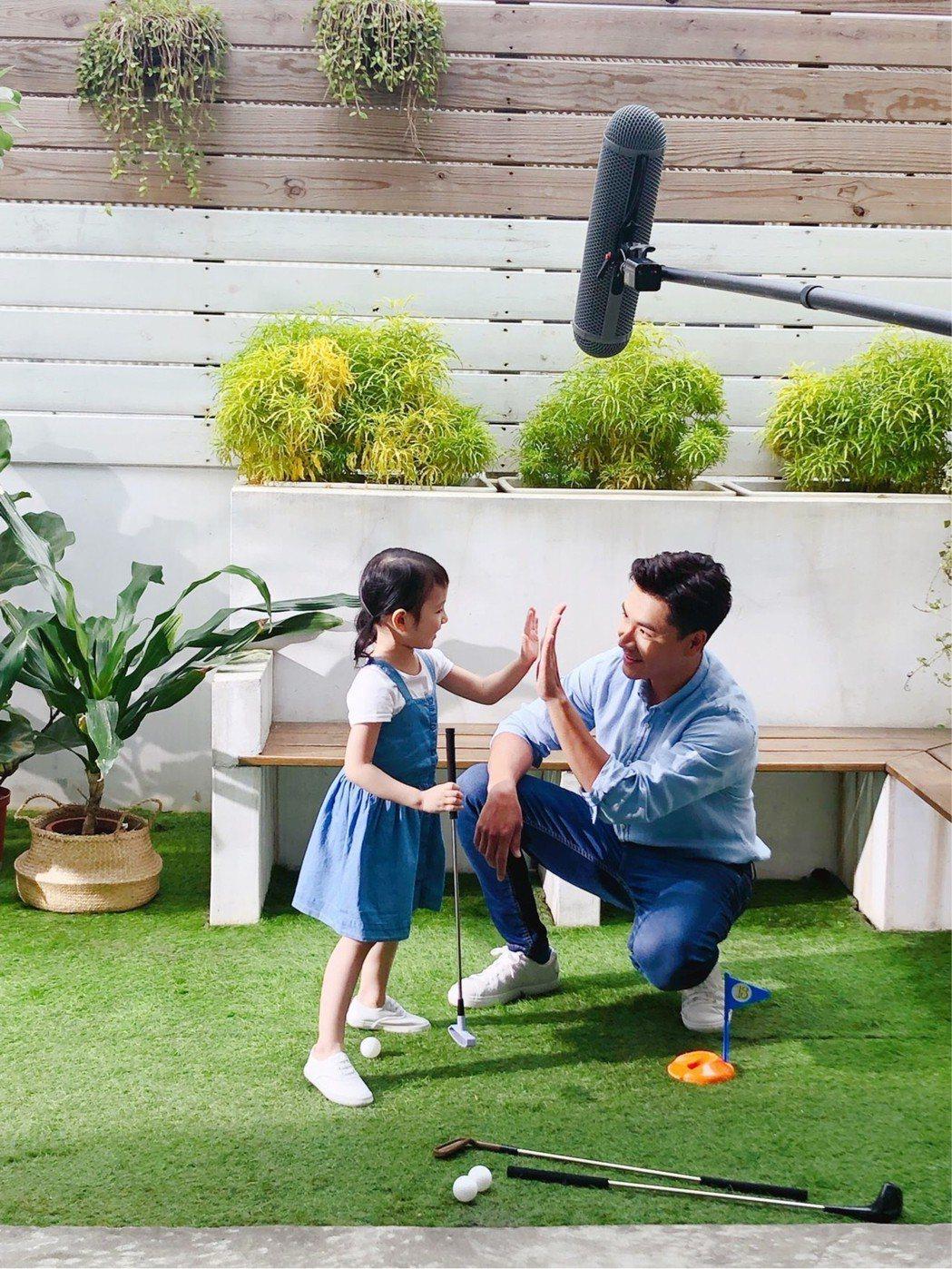 王傳一接下奶粉代言,拍攝廣告時洩漏滿滿父愛。圖/嚞娛樂提供