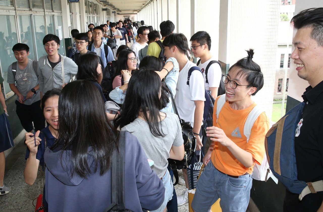 大學指考昨天結束,地理科著重鄉土地理,生活化題型多。 記者林俊良/攝影