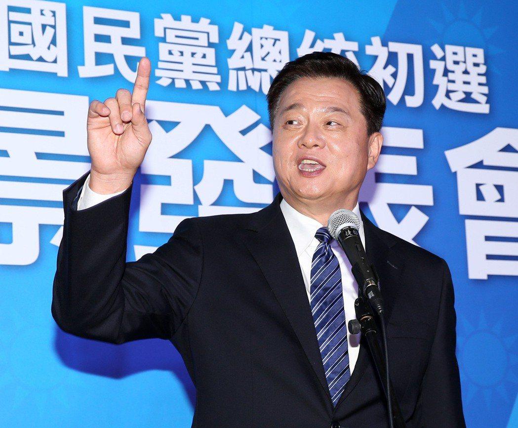 周錫瑋在政見會上兩度引吭高歌。 圖/聯合報系資料照片