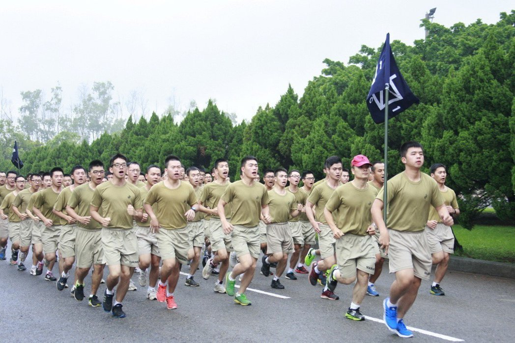 圖為國軍跑步鍛鍊體能。圖/國防部提供