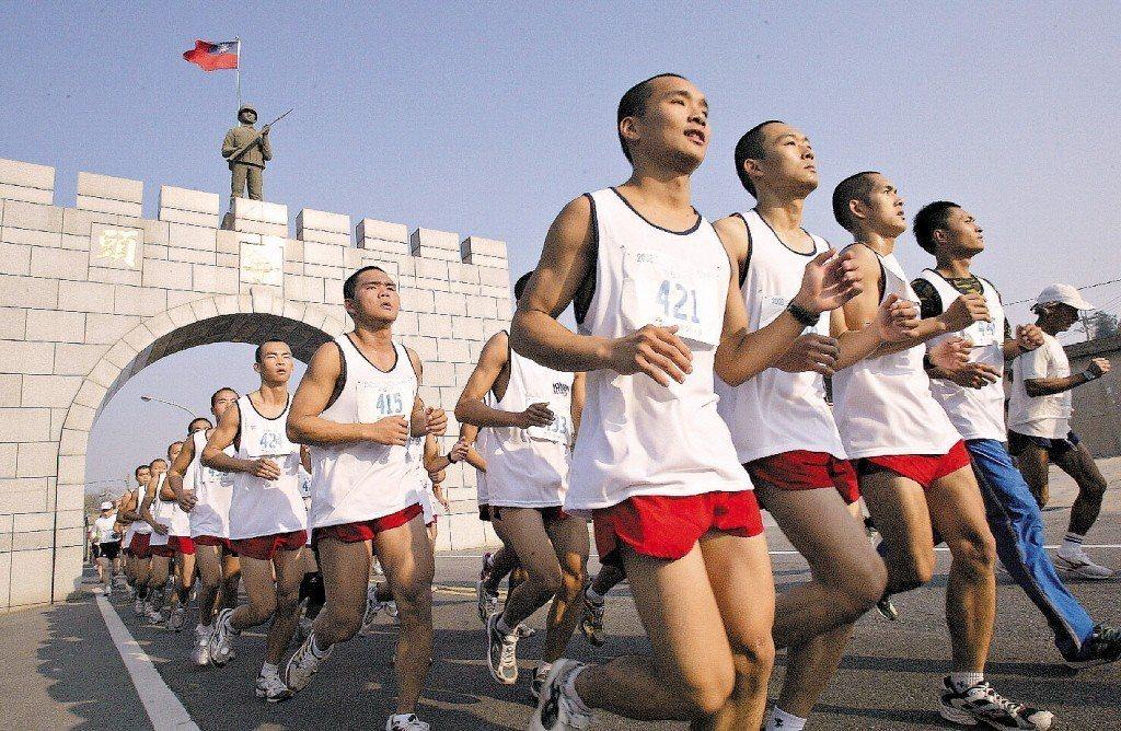 國軍體測要跑3000公尺的標準,現在可以參加營外運動取代。圖/聯合報系資料照片