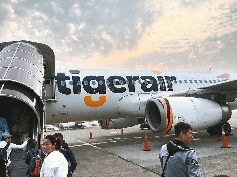 華航(2610)昨(3)日公告,該公司旗下小金雞低成本航空公司台灣虎航規劃上市,最快明年第4季掛牌。 本報系資料庫