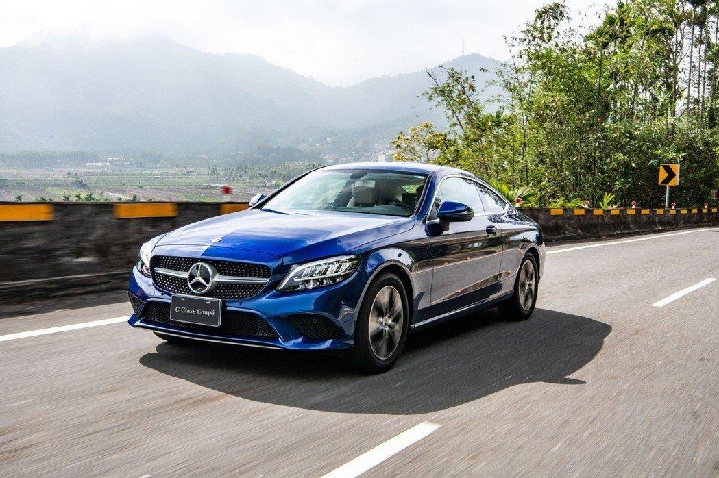 The new C-Class Coupé 雙門轎跑車家族,全面升級環景式內裝照...