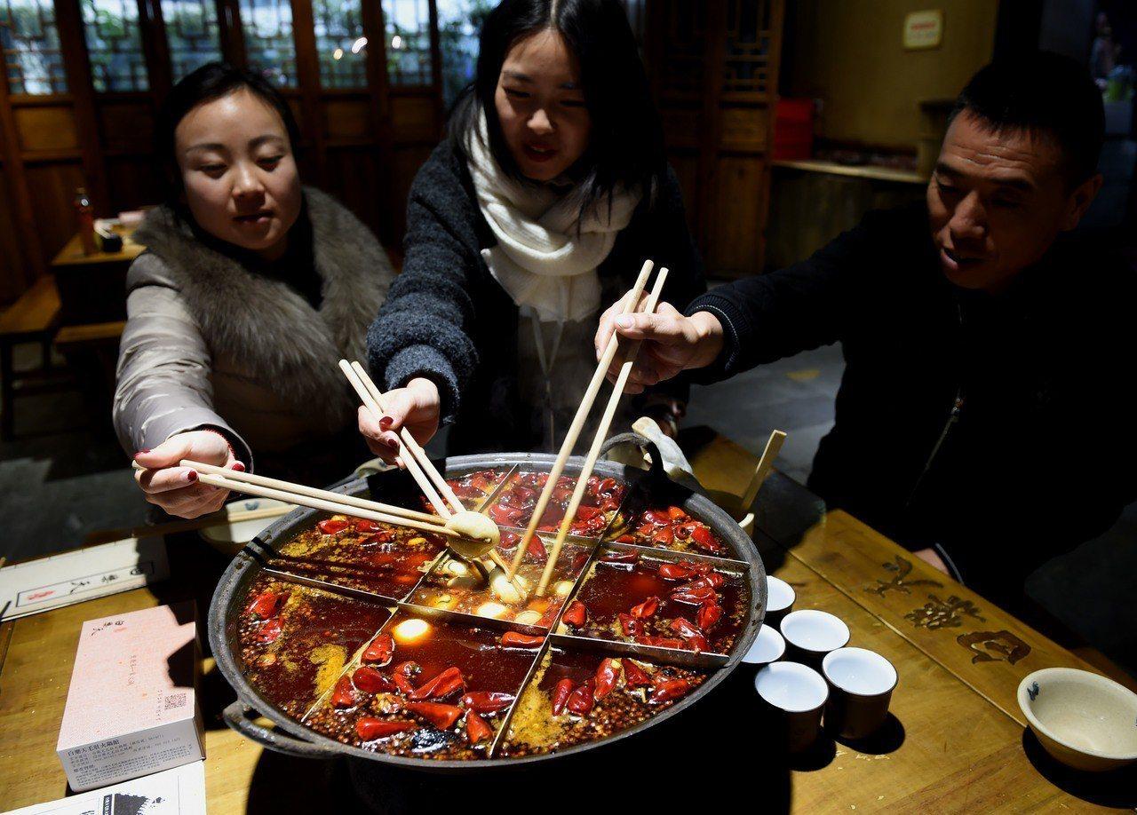 火鍋堪稱全民料理 中新社