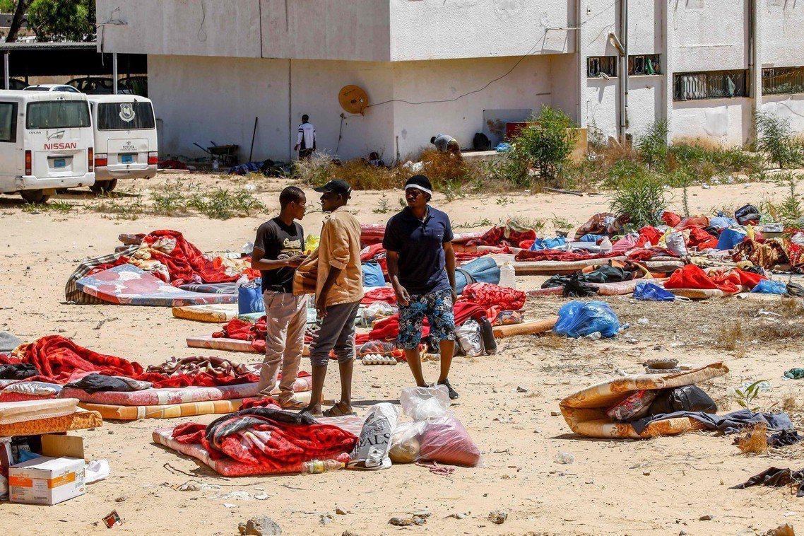 利比亞的軍閥內戰,3日爆發了殘酷的無差別空襲事件。首都的黎波里,周三清晨遭遇東部...