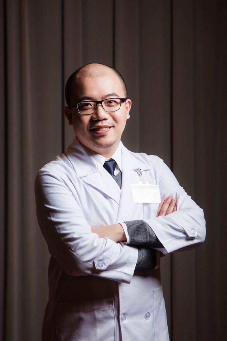 亞東醫院胸腔內科王崇任醫師說,「罹患肺阻塞,及早戒菸、及早控制,不要讓肺功能嚴重...