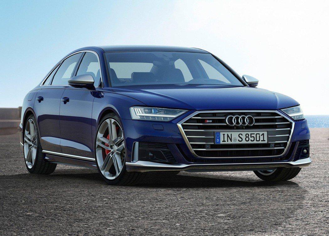 S8車頭部分將氣壩面積更改為更侵略式的造型。 摘自Audi