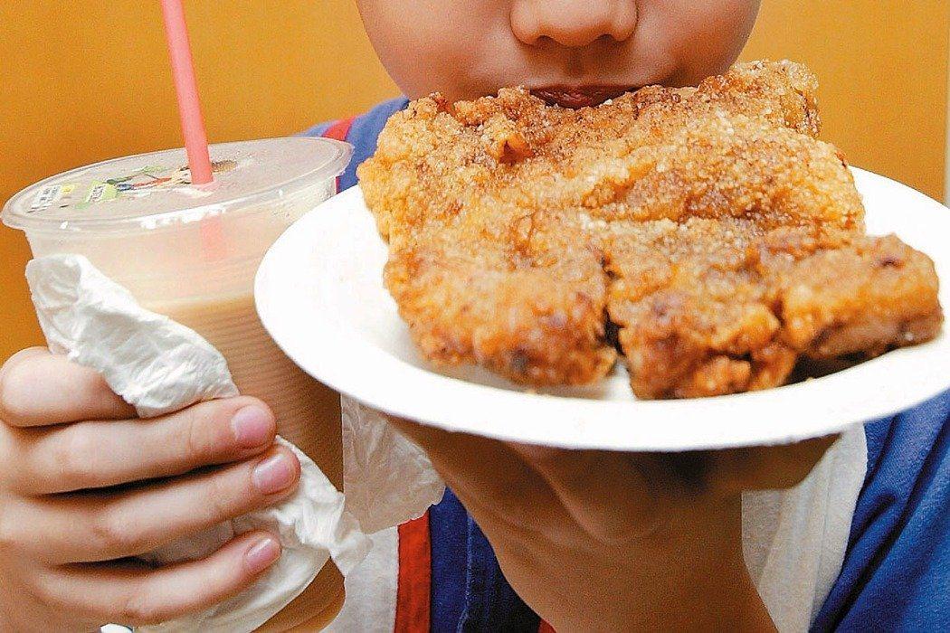 垃圾食物對孩童影響大。聯合報系資料照