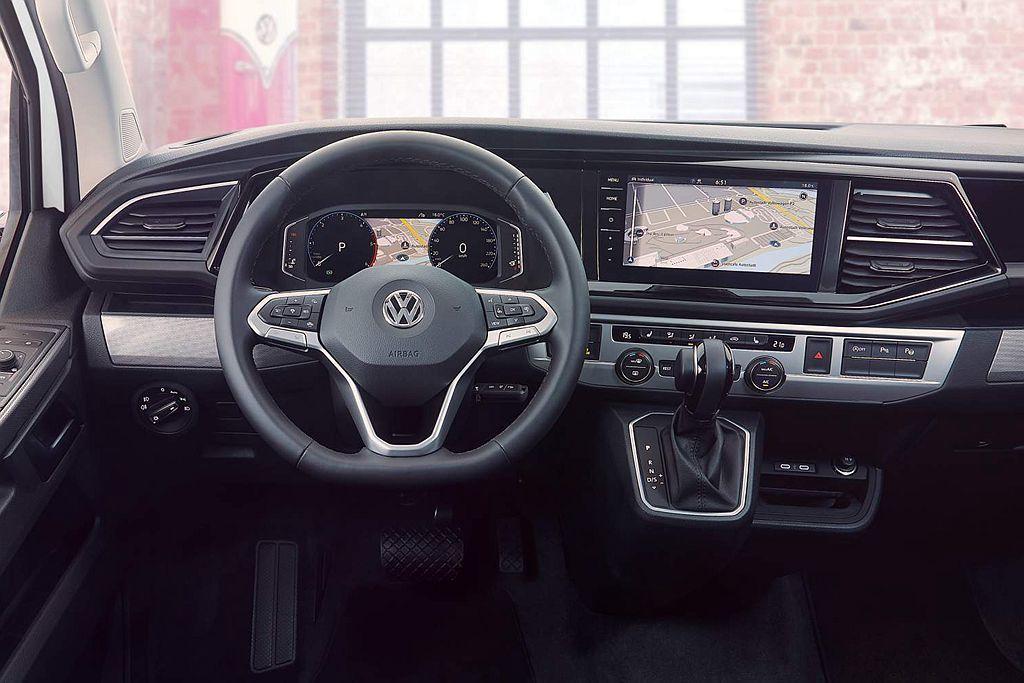 福斯商旅California 6.1駕駛艙導入數位儀表與新的影音訊息娛樂系統,透...