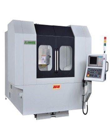 準力機械迴轉型磨床(CNC奈米油靜壓磨床)。 準力機械/提供