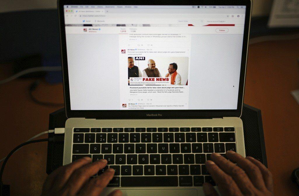 在社群網站/軟體取代傳統媒體成為資訊來源管道後,面對假新聞威脅,網路實名制會是好辦法嗎? 圖/美聯社
