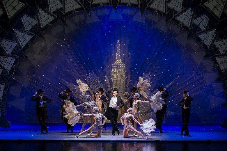 劇中繽紛多彩的舞蹈場面,更可見花都的絢爛風景。 ( 重慶演藝集團/提供)