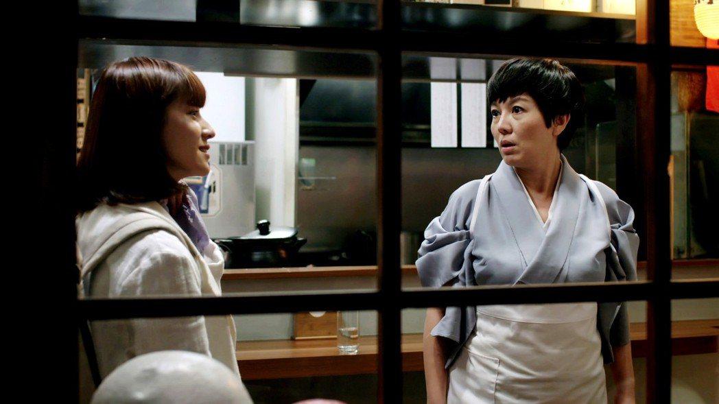 苗可麗(右)在「一千個晚安」中是否就是連俞涵的媽媽受到戲迷討論。圖/三立提供