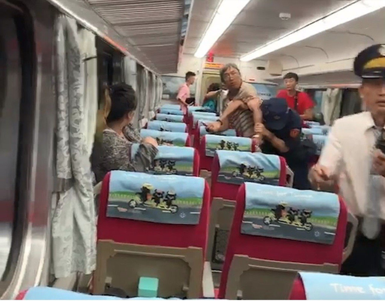 嘉義火車站昨晚發生李姓鐵路警察處理乘客糾紛時,遭刺傷送醫不治案件。圖/翻攝相片