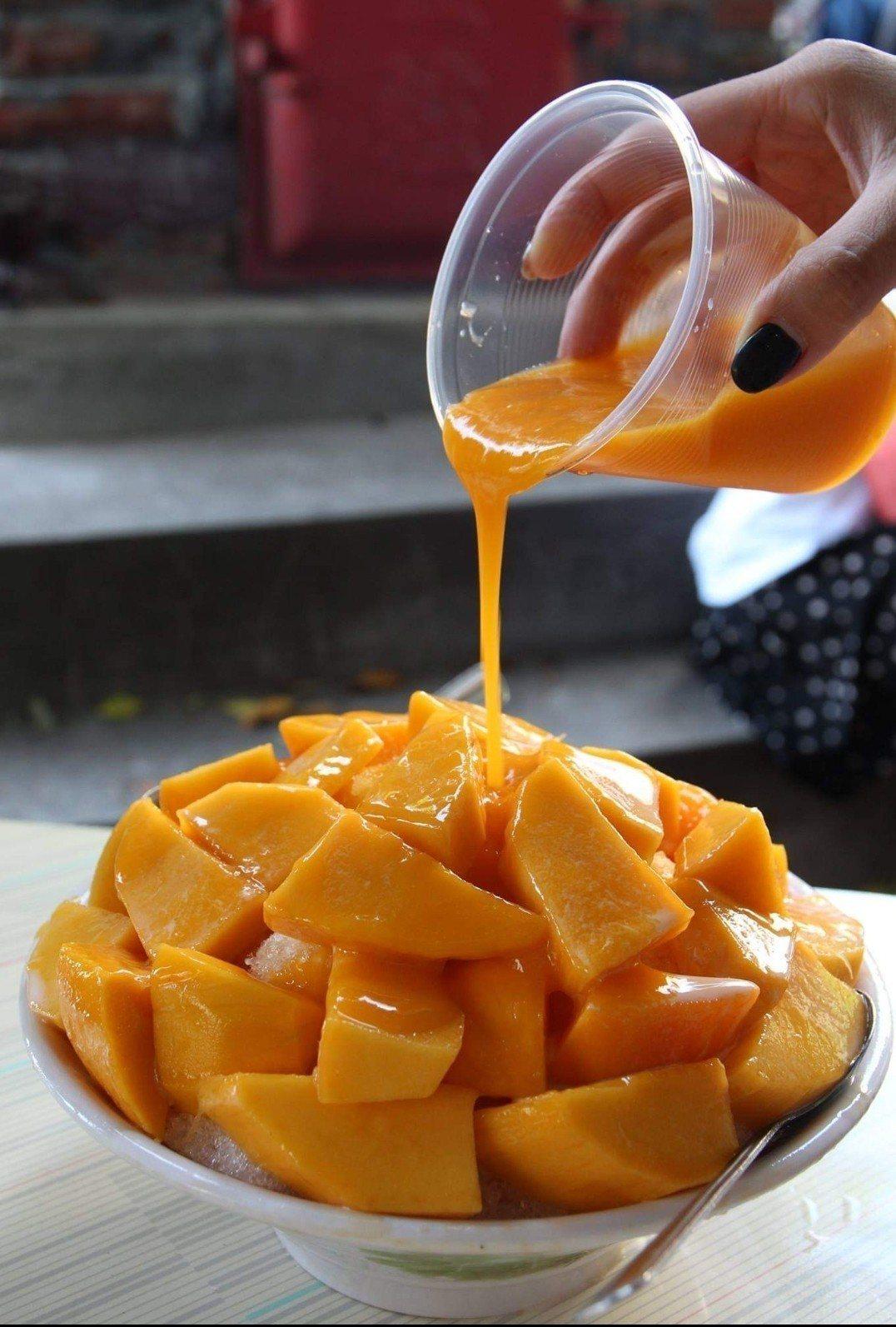 台南冰鄉的芒果冰一年只賣一個月。圖/取自冰鄉臉書