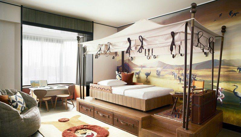 「新加坡香格里拉大飯店」家庭套房包含五種不同的主題,包括非洲遊獵、城堡風、外太空、水底世界與樹屋。圖/Booking com提供