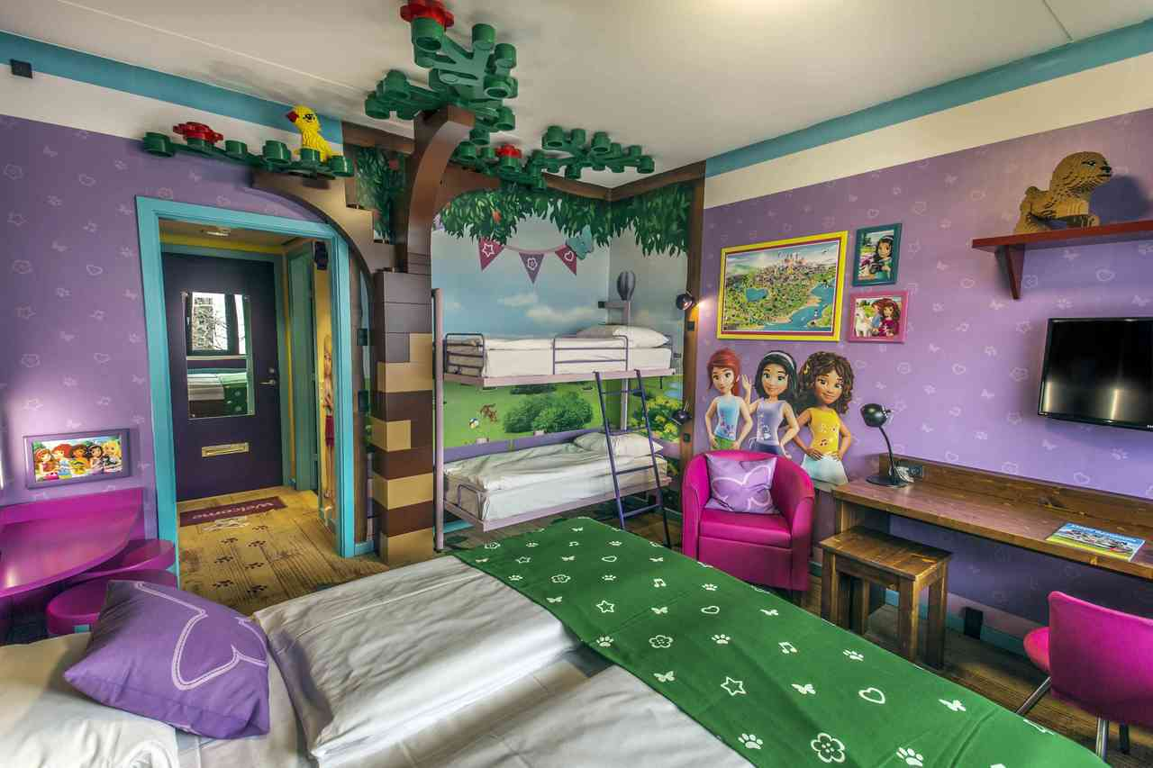 「樂高蘭德飯店」充滿五顏六色的樂高元素,豐富的主題客房設計,包括公主、海盜、叢林...