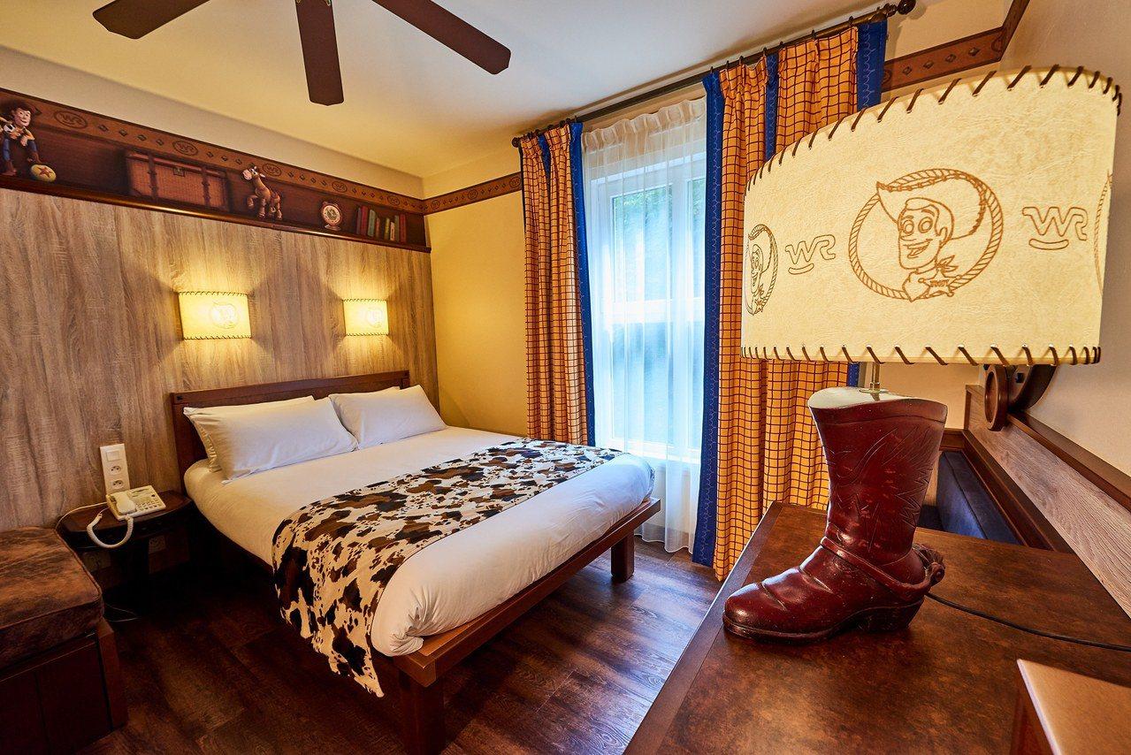 為呼應迪士尼風格,「夏安迪士尼飯店」精心設計了各種主題空間,最特別的就是西部牛仔...