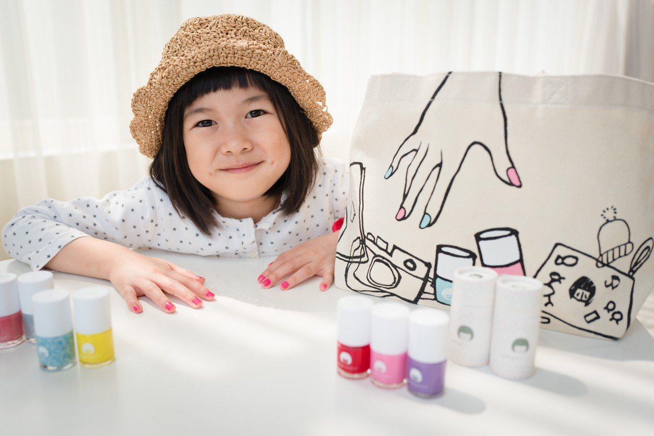 小小PETIT指甲油所籌畫的「小小美甲師」,讓小寶貝們可以沈浸在指甲彩繪的繽紛世...