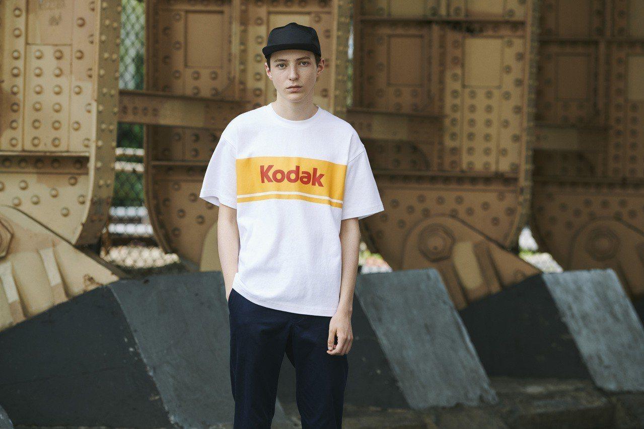 GU X Kodak男裝寬版T恤(短袖),售價590元。圖/GU提供