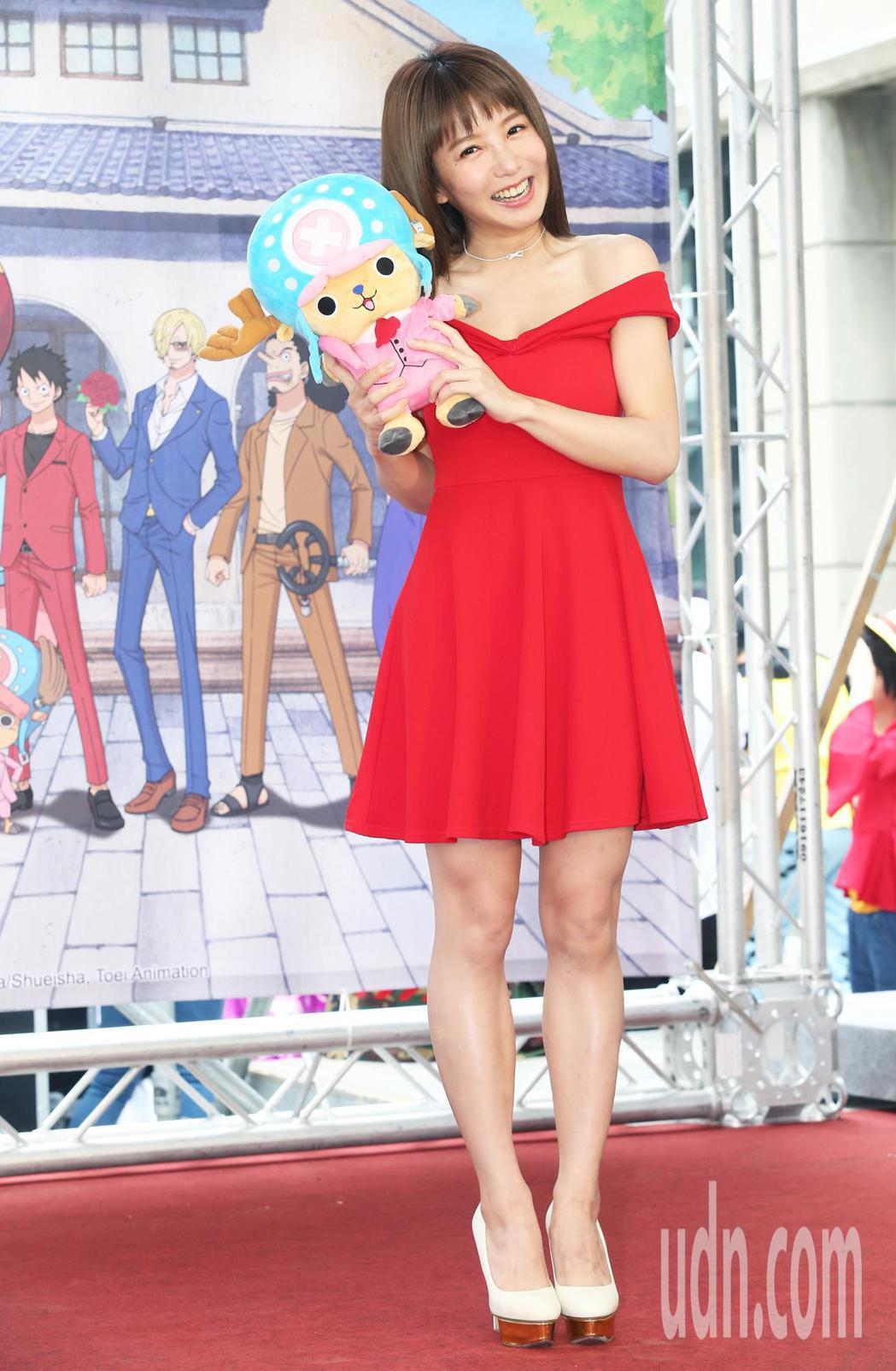 瑤瑤帶著玩偶喬巴參加動畫特展的開幕活動。記者徐兆玄/攝影