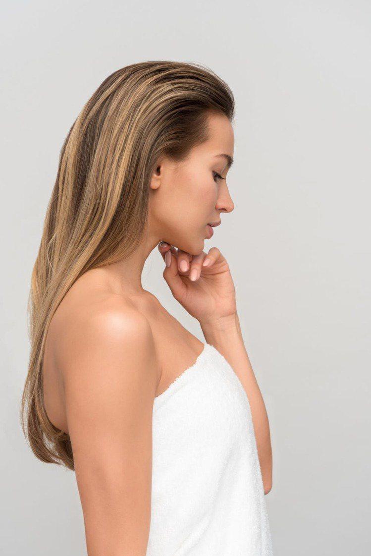 臉上出現血絲,代表著臉部的角質比較薄,這樣上起妝來,讓皮膚的負擔更大。圖/摘自 ...