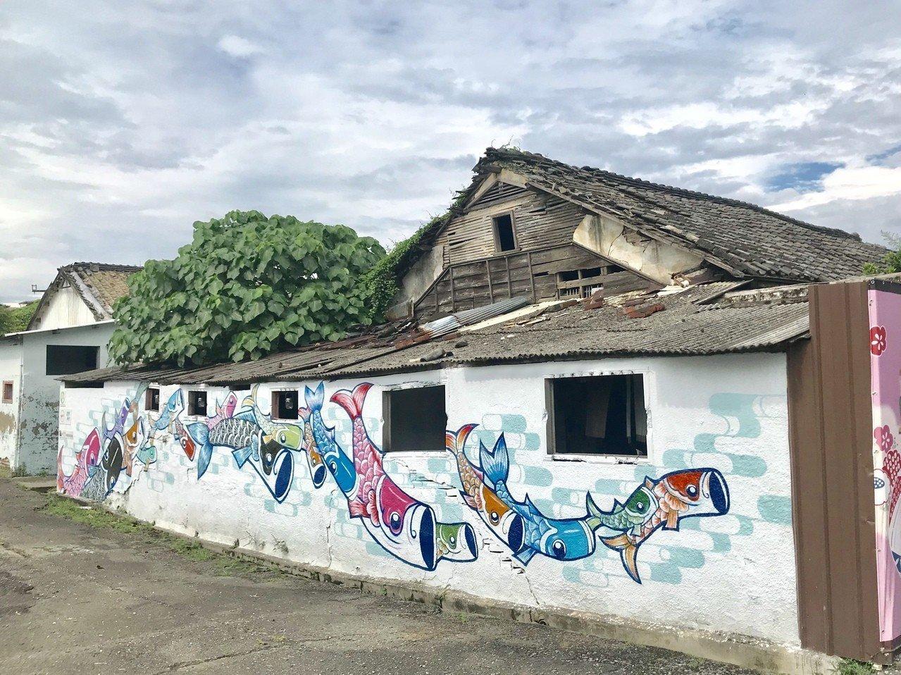 潮州鎮公所於2010爭取文化園區第一期經費,完成3棟建築整修後,剩餘的20棟因受...