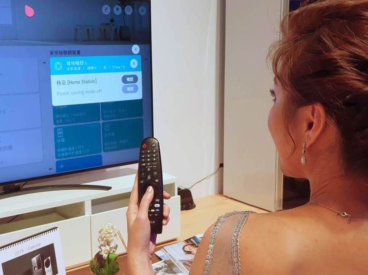 LG電視搭配智慧滑鼠遙控器,除了能整合家中的機上盒及電視,現在更可直接操控LG連...