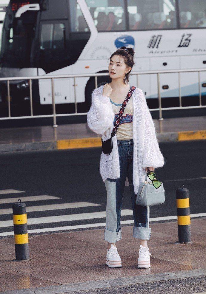 大陸女星萬茜穿HOGAN MAXI CASSETTA鞋款。圖/摘自IG