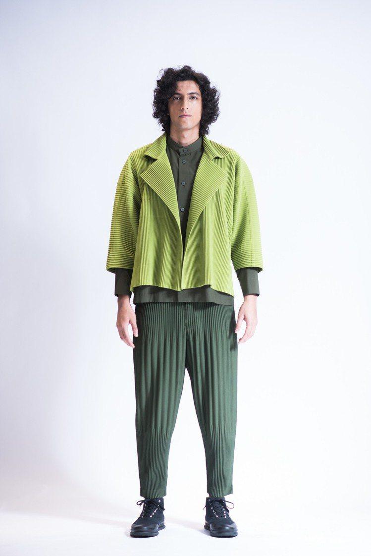 抹茶綠色6月季節色短版和服外套19,300、卡其色長版襯衫21,300元、暗綠色...