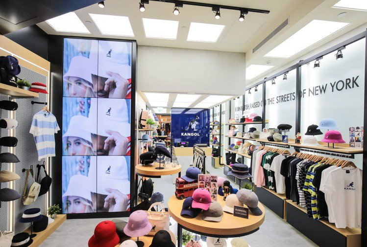 KANGOL台北101旗艦店提供豐富的系列商品。圖/KANGOL提供