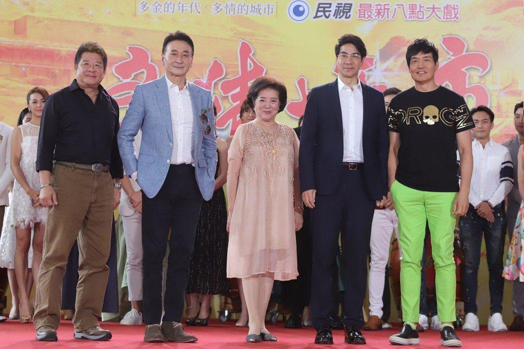 蔡阿炮(左起)崔浩然、陳淑芳、翁家明、霍正奇主演「多情城市」。圖/民視提供