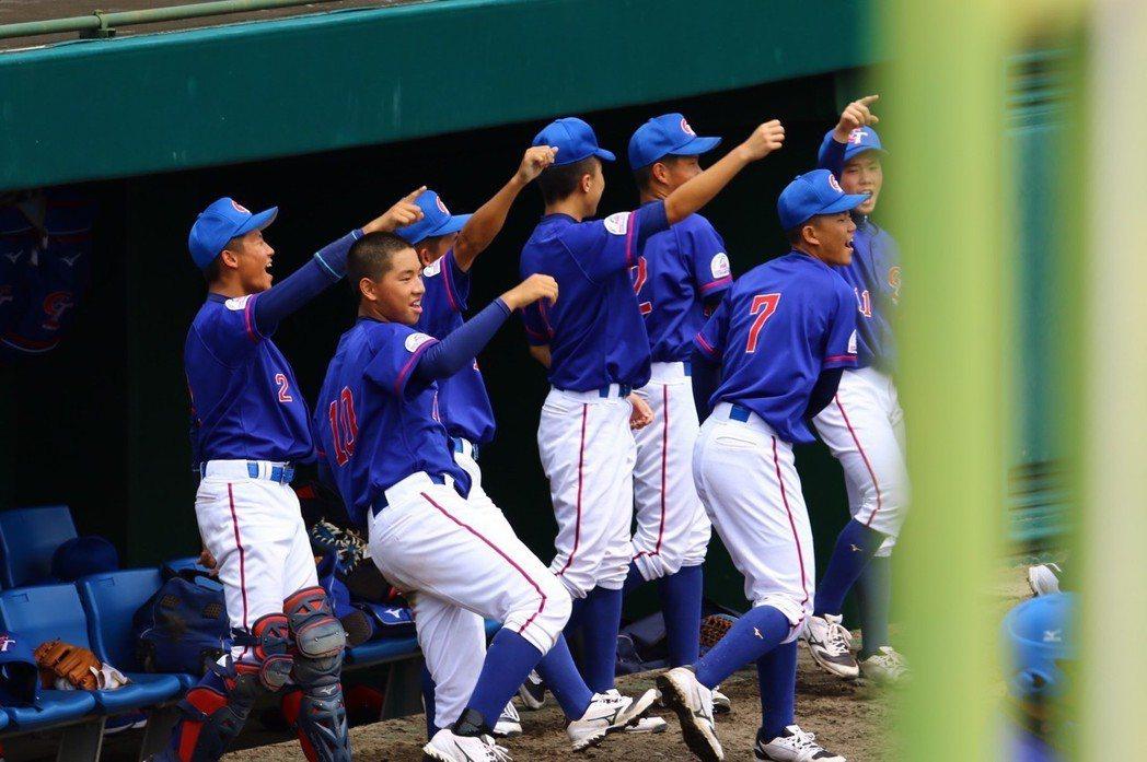 中華青少棒隊在小馬聯盟亞太區青少棒賽擊敗南韓隊,明與日本隊爭亞太區代表權。圖/中...