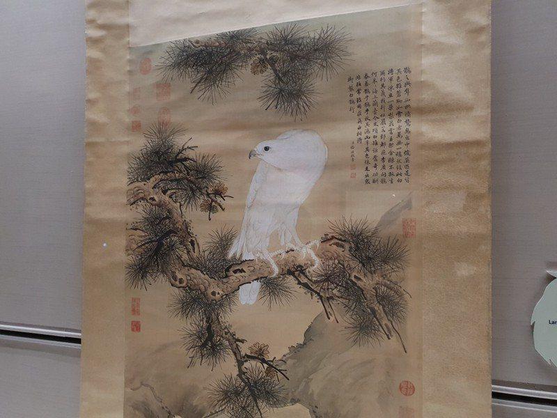 郎世寧白鶻圖,畫中的白鶻是傅恆送給乾隆皇。記者陳宛茜/攝影