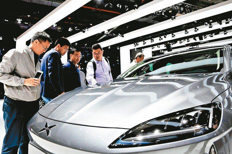 大陸各車廠近年紛在車展上推出新能源汽車。圖為今年4月的上海車展。 新華社資料照