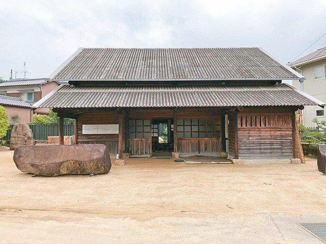 野口勇庭院美術館有著以石頭創作的藝術寶庫。 林澔一/攝影